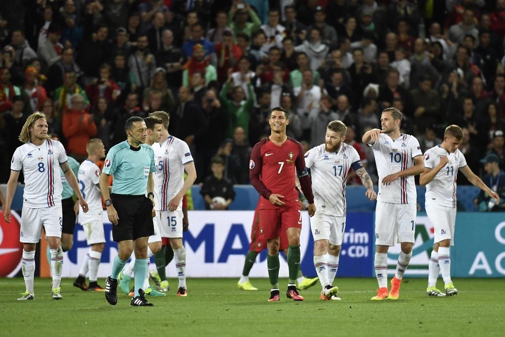 Ronaldo bat luc nhin Iceland an mung nhu vo dich Euro hinh anh 4
