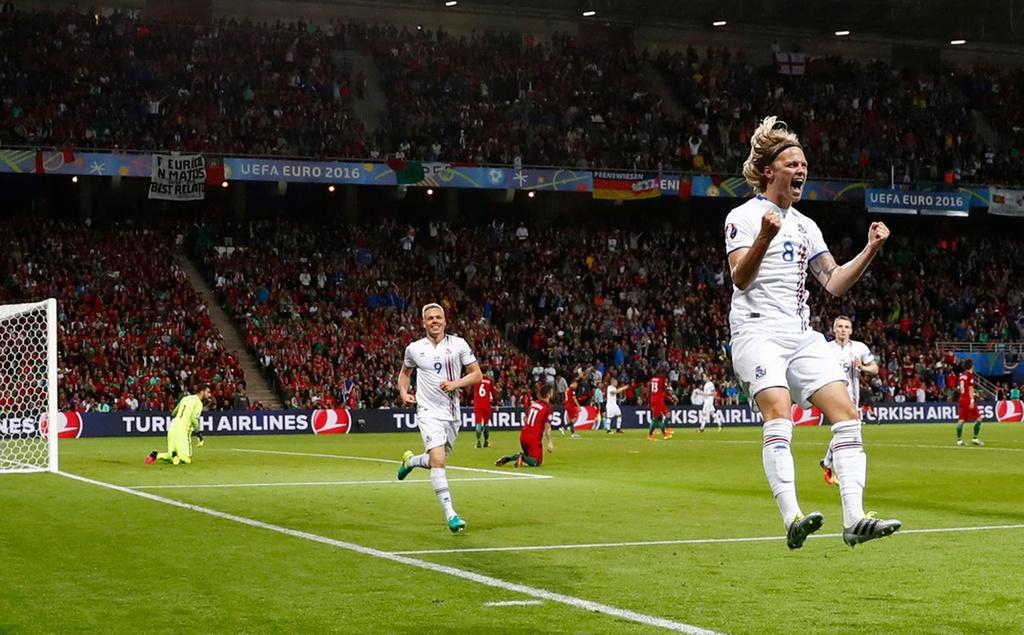 Ronaldo bat luc nhin Iceland an mung nhu vo dich Euro hinh anh 12