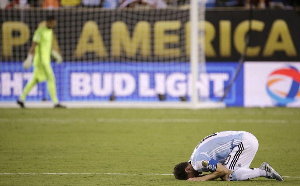 Messi oa khoc, tuyen Argentina cui dau hinh anh 1