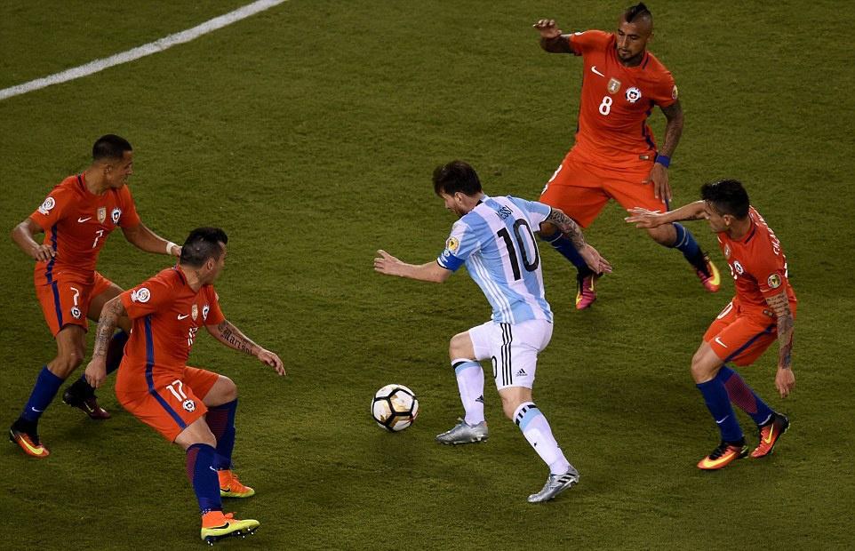 Messi oa khoc, tuyen Argentina cui dau hinh anh 11