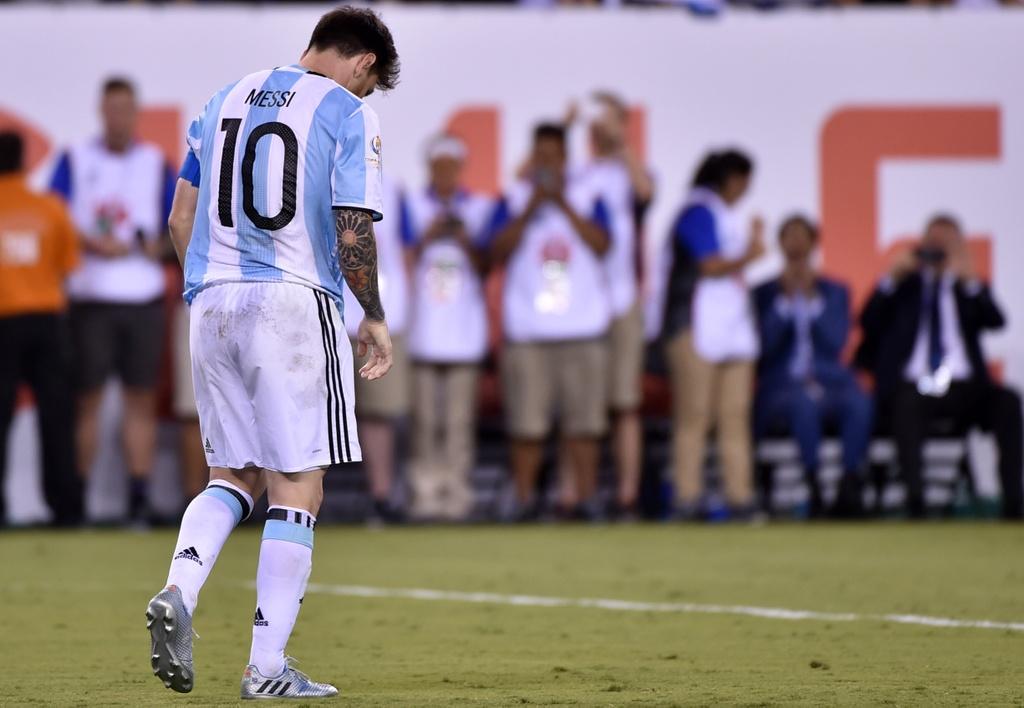 Messi oa khoc, tuyen Argentina cui dau hinh anh 2