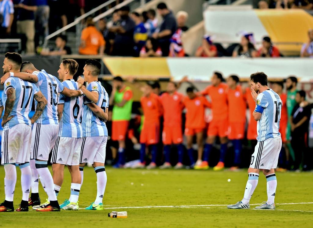 Messi oa khoc, tuyen Argentina cui dau hinh anh 3