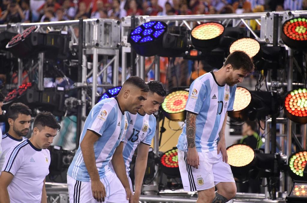 Messi oa khoc, tuyen Argentina cui dau hinh anh 6