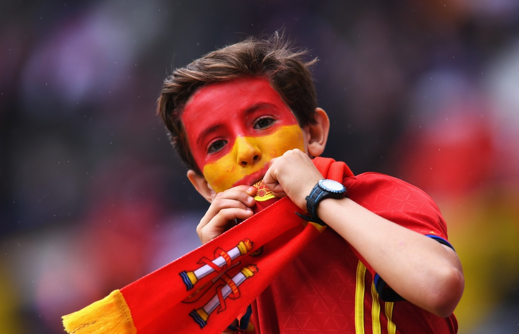 Muon kieu nu hon tai Euro 2016 hinh anh 17