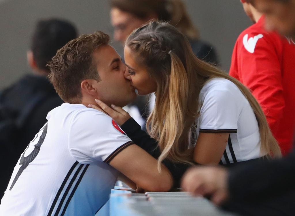 Muon kieu nu hon tai Euro 2016 hinh anh 1