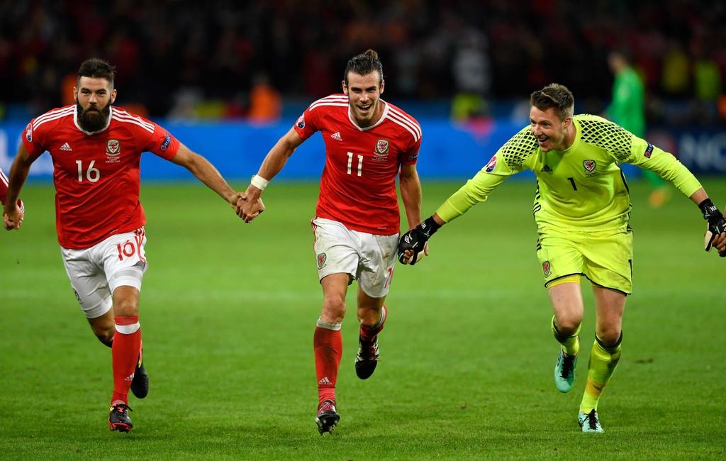 Bale va dong doi truot co mung ky tich nguoc dong hinh anh 4