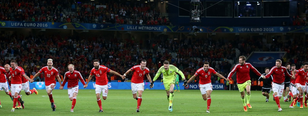 Bale va dong doi truot co mung ky tich nguoc dong hinh anh 3
