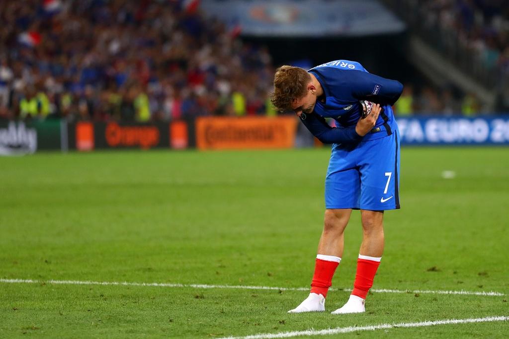 Phao sang ruc do Paris mung Phap vao chung ket Euro hinh anh 15