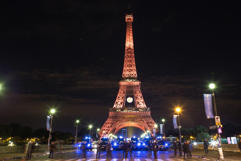 Bao loan tai Paris sau khi Phap that bai o chung ket Euro hinh anh 8