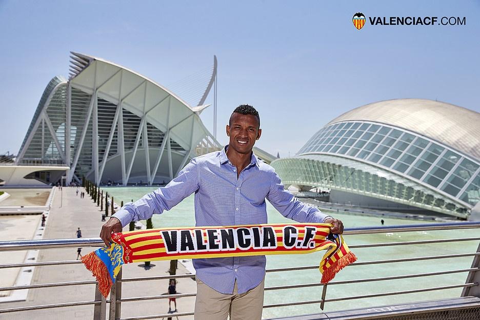 Nani mua vo co truyen trong le ra mat Valencia hinh anh 10