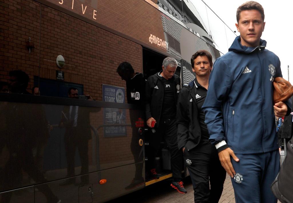 Mourinho cang thang trong tran ra mat MU hinh anh 1