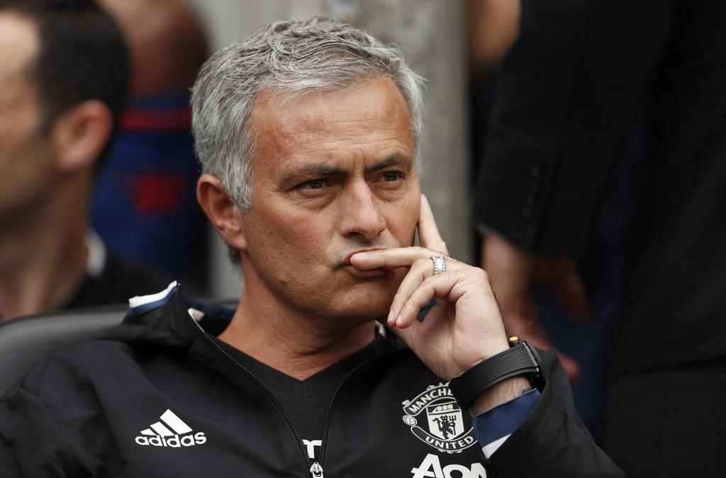 Mourinho cang thang trong tran ra mat MU hinh anh 2