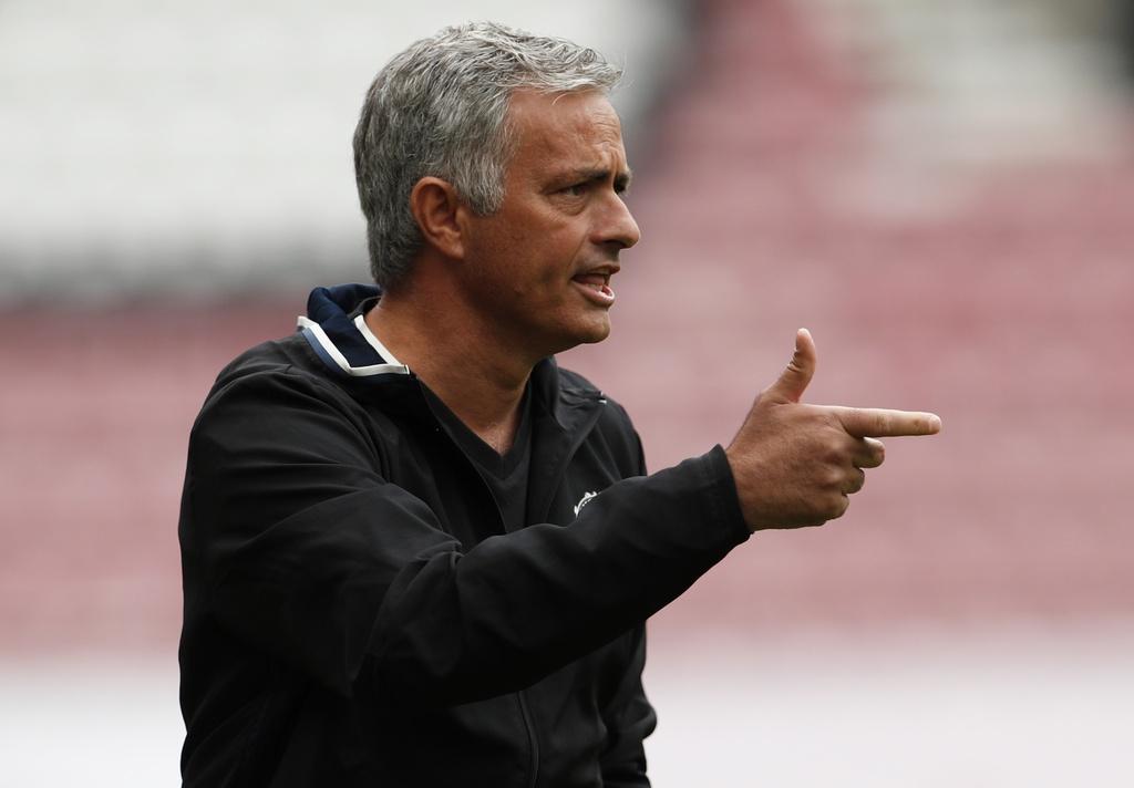 Mourinho cang thang trong tran ra mat MU hinh anh 5