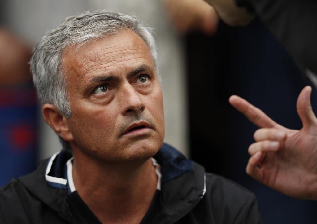Mourinho cang thang trong tran ra mat MU hinh anh 3
