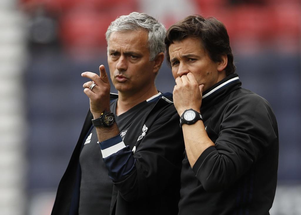 Mourinho cang thang trong tran ra mat MU hinh anh 6