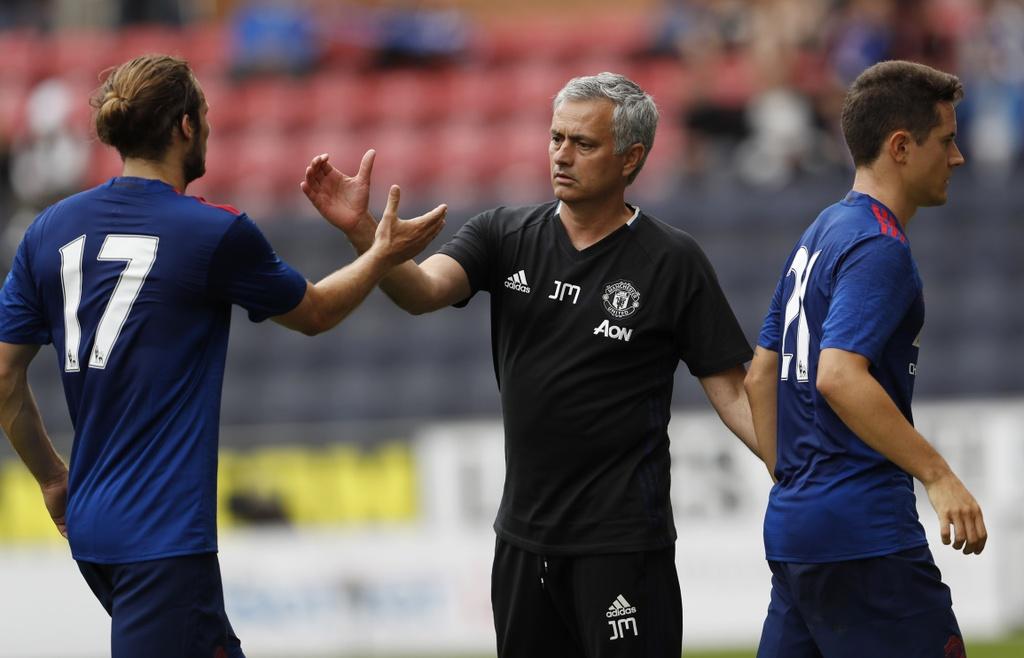 Mourinho cang thang trong tran ra mat MU hinh anh 11