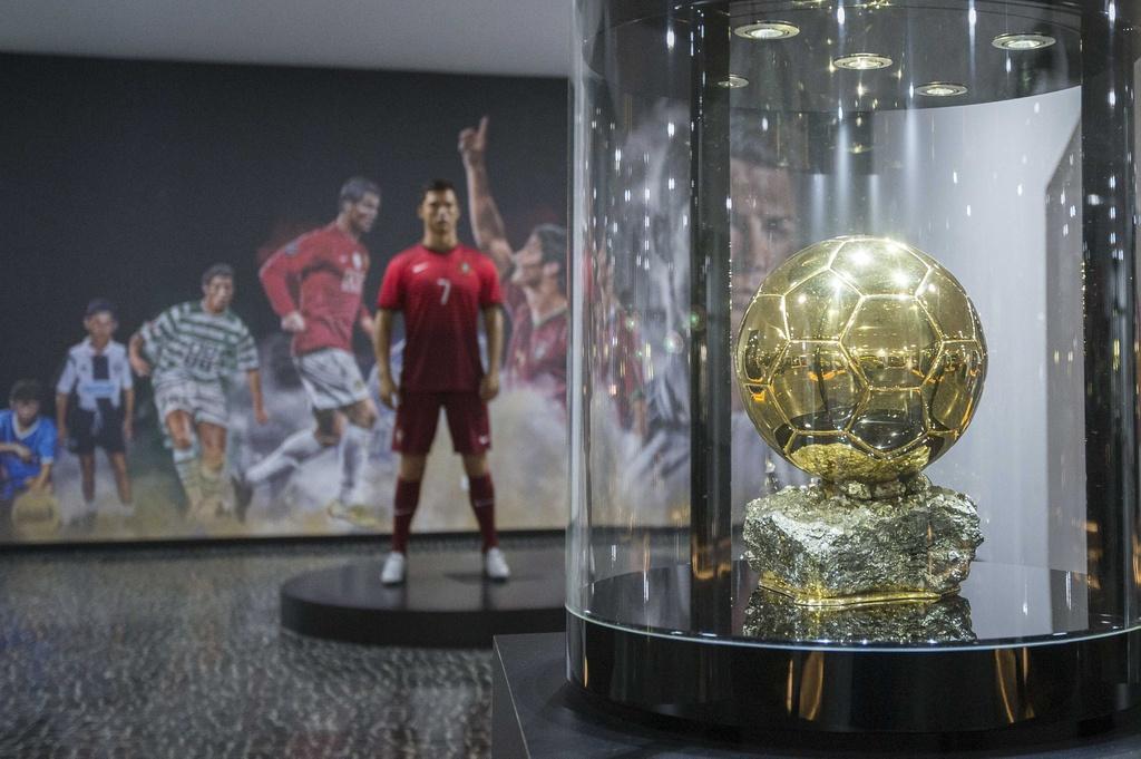 Ben trong bao tang va khach san moi khai truong cua Ronaldo hinh anh 3