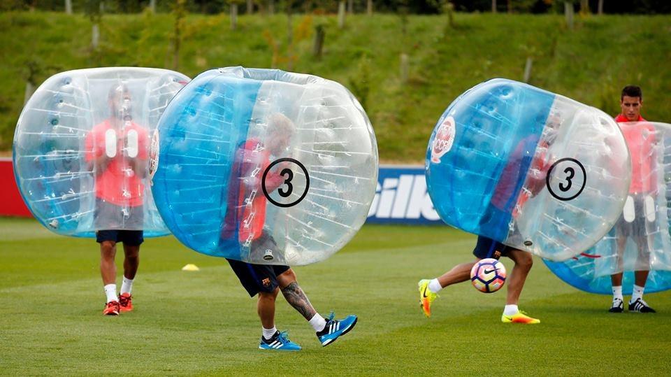 Messi va dan sao Barca huc nhau anh 3