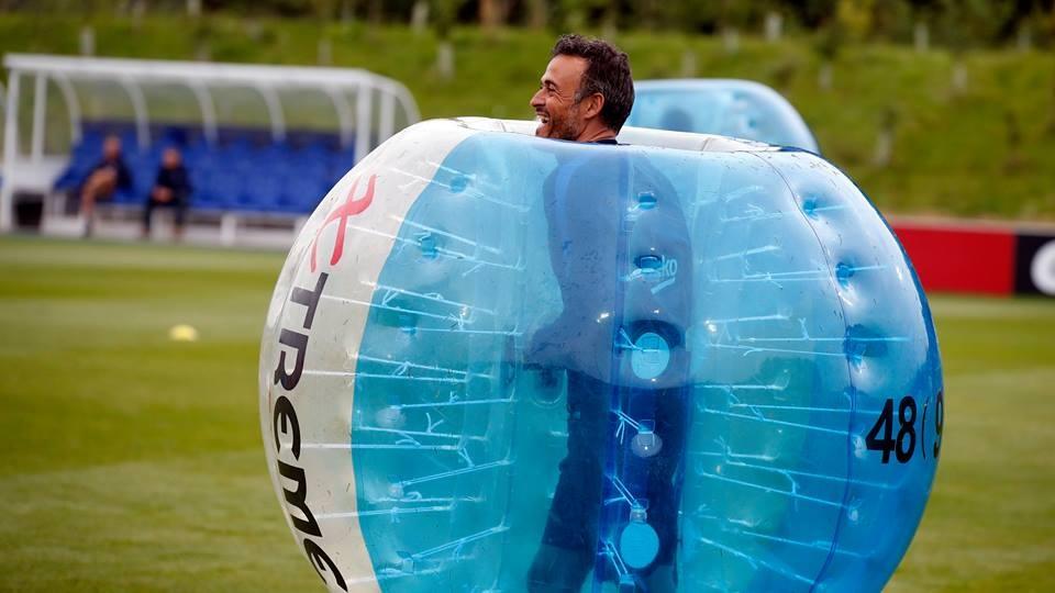 Messi va dan sao Barca huc nhau anh 5
