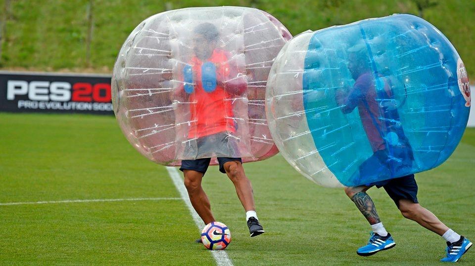 Messi va dan sao Barca huc nhau anh 4