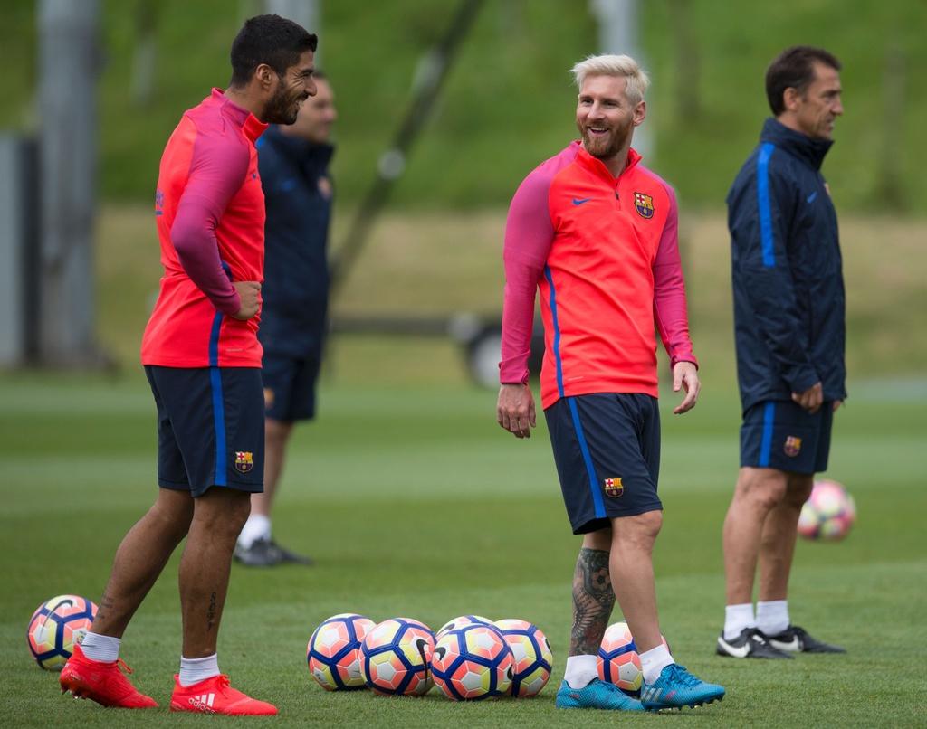 Messi va dan sao Barca huc nhau anh 1