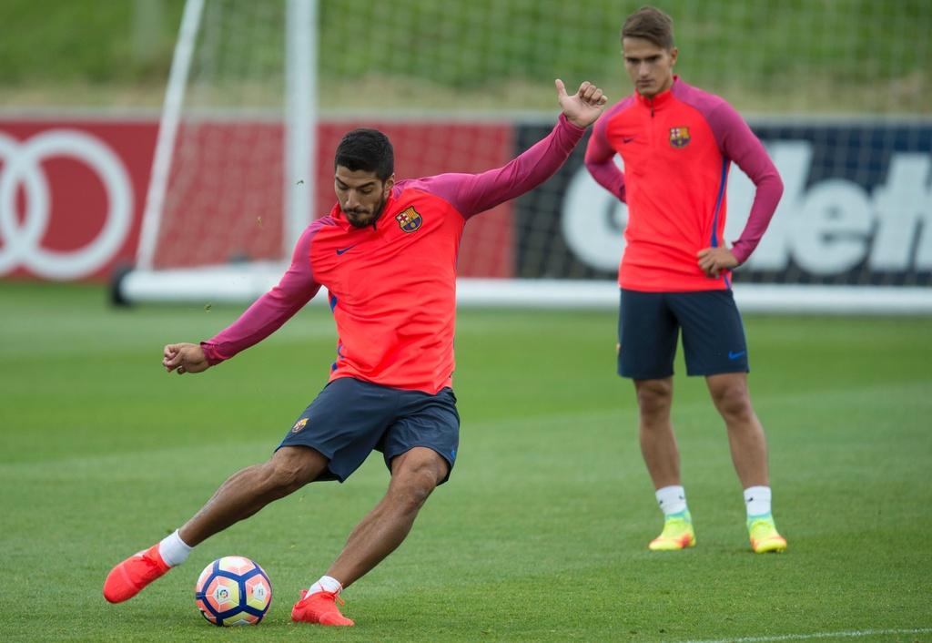 Messi va dan sao Barca huc nhau anh 13