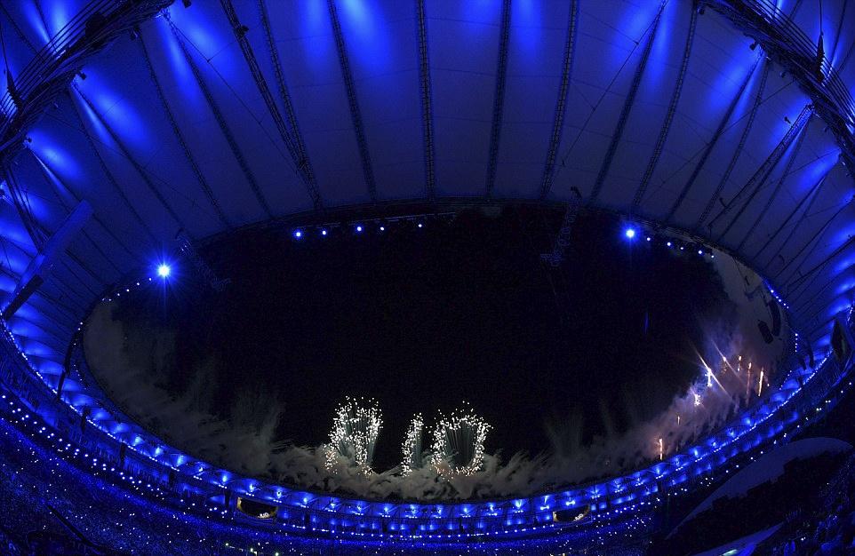 Phao hoa, ky xao anh sang ruc ro dem khai mac Olympics Rio hinh anh 21