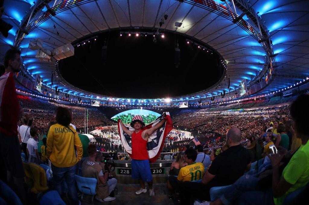Phao hoa, ky xao anh sang ruc ro dem khai mac Olympics Rio hinh anh 4