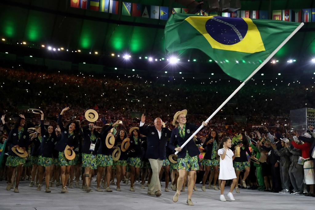 Phao hoa, ky xao anh sang ruc ro dem khai mac Olympics Rio hinh anh 14