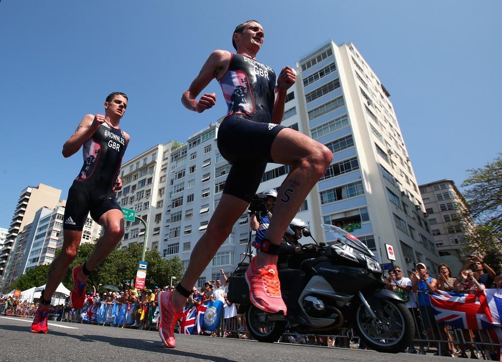 Cap anh em nguoi Anh thong tri duong dua 'Ironman' Olympic hinh anh 10