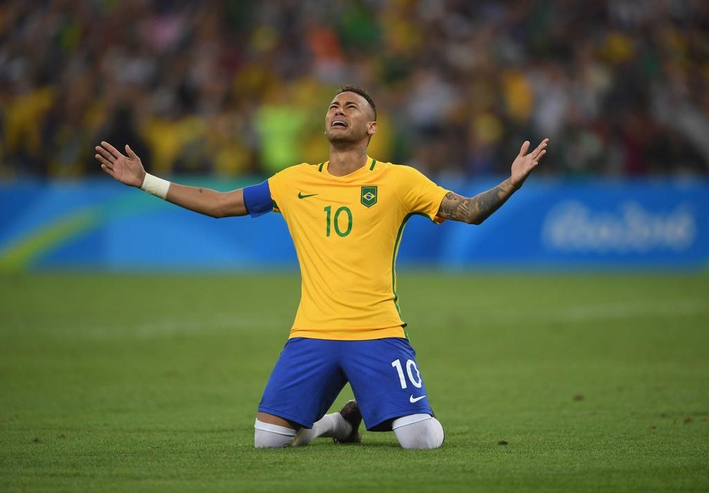 Neymar co vu tuyen bong chuyen nam Brazil gianh HCV hinh anh 5