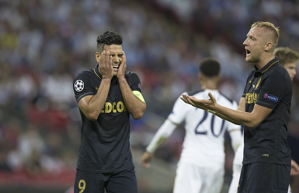 Tottenham bai tran trong ngay lap ky luc tai Wembley hinh anh 13