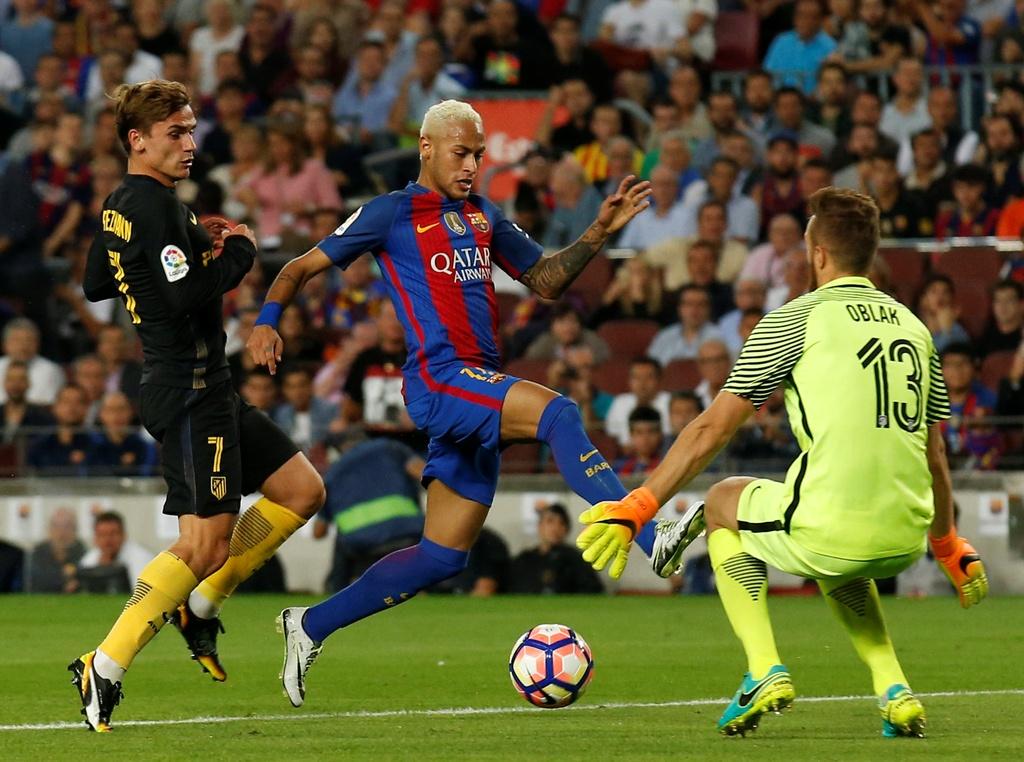 Messi chan thuong, Barca de Atletico cam hoa tai Nou Camp hinh anh 11