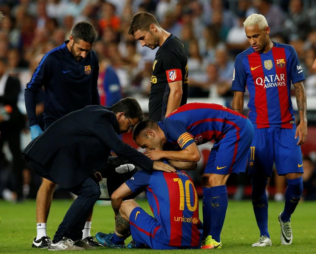 Messi chan thuong, Barca de Atletico cam hoa tai Nou Camp hinh anh 7