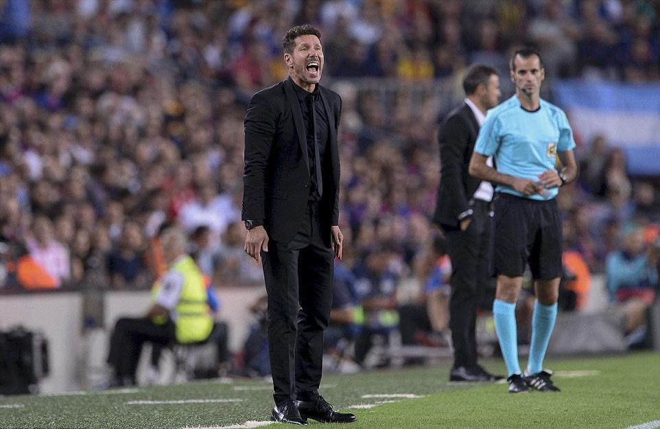Messi chan thuong, Barca de Atletico cam hoa tai Nou Camp hinh anh 15