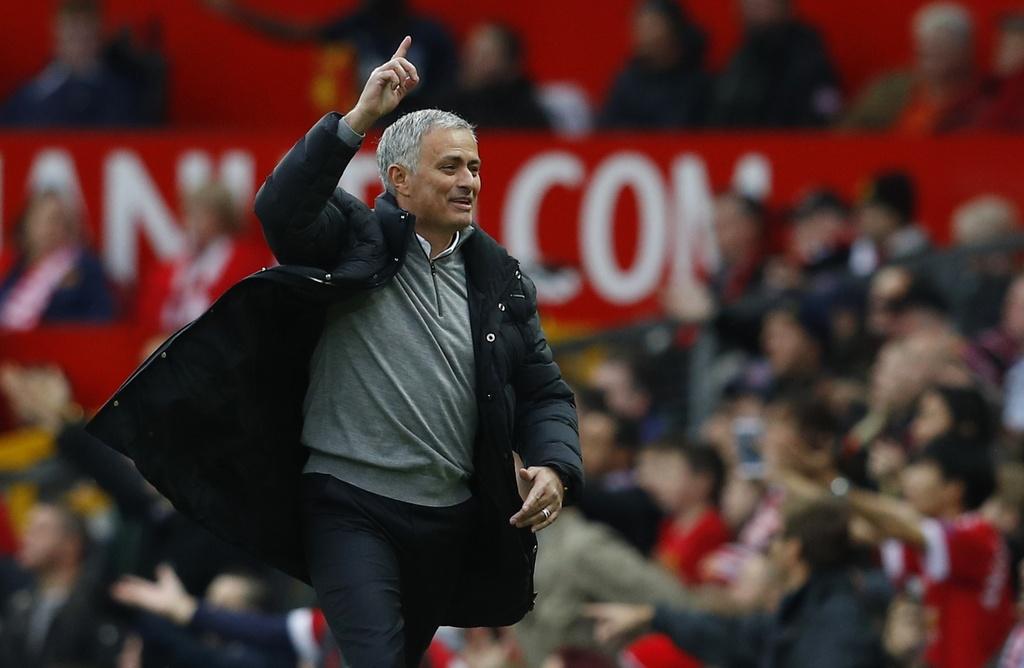 Mourinho ngan cam hoc tro chup anh hinh anh 1