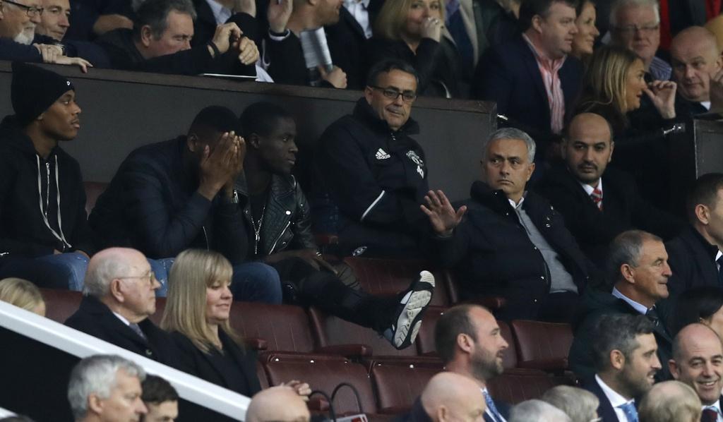 Mourinho ngan cam hoc tro chup anh hinh anh 3