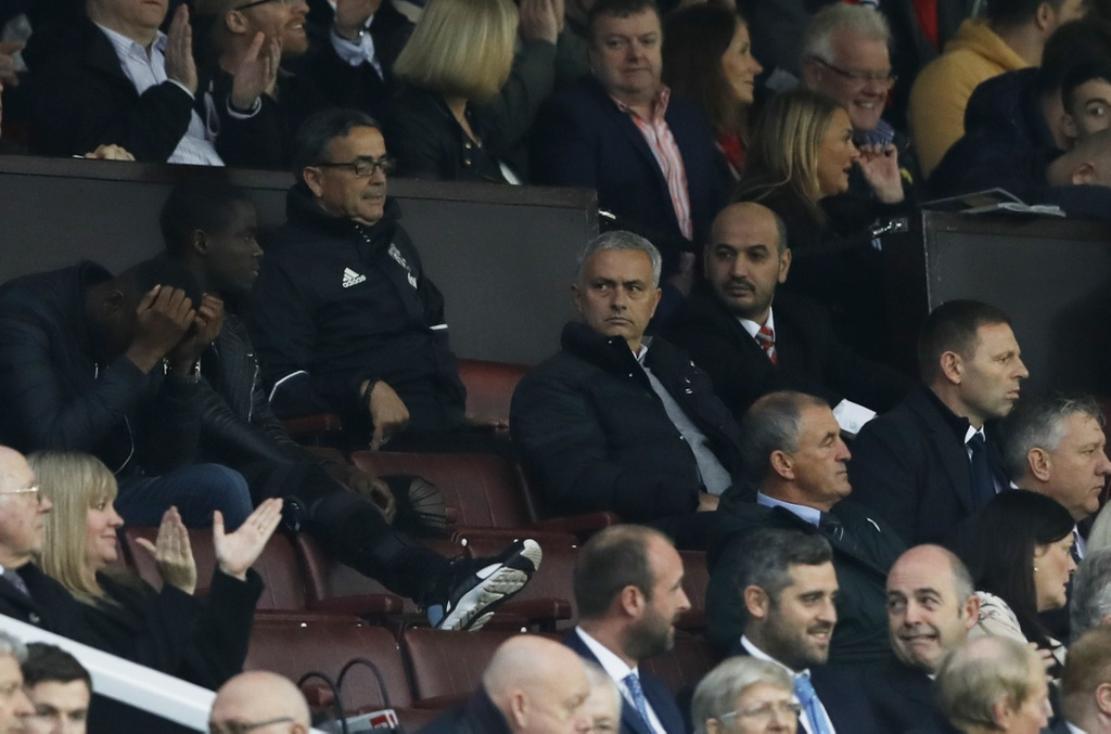 Mourinho ngan cam hoc tro chup anh hinh anh 4
