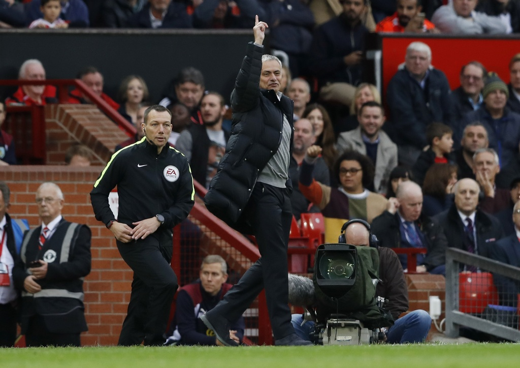Mourinho ngan cam hoc tro chup anh hinh anh 7