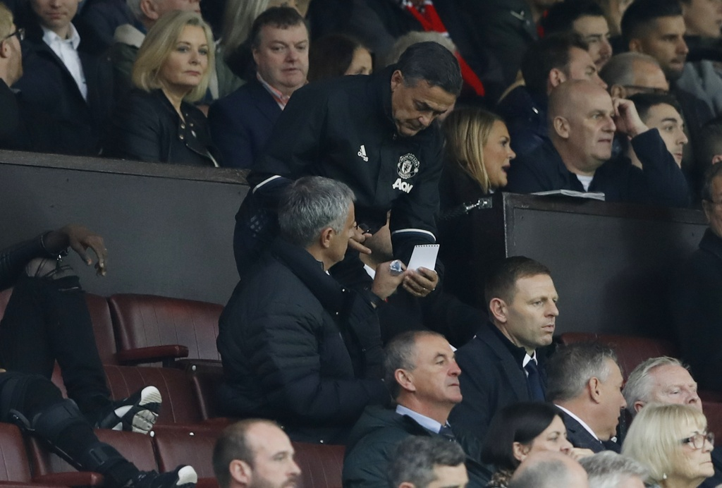 Mourinho ngan cam hoc tro chup anh hinh anh 5