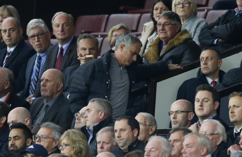 Mourinho ngan cam hoc tro chup anh hinh anh 8