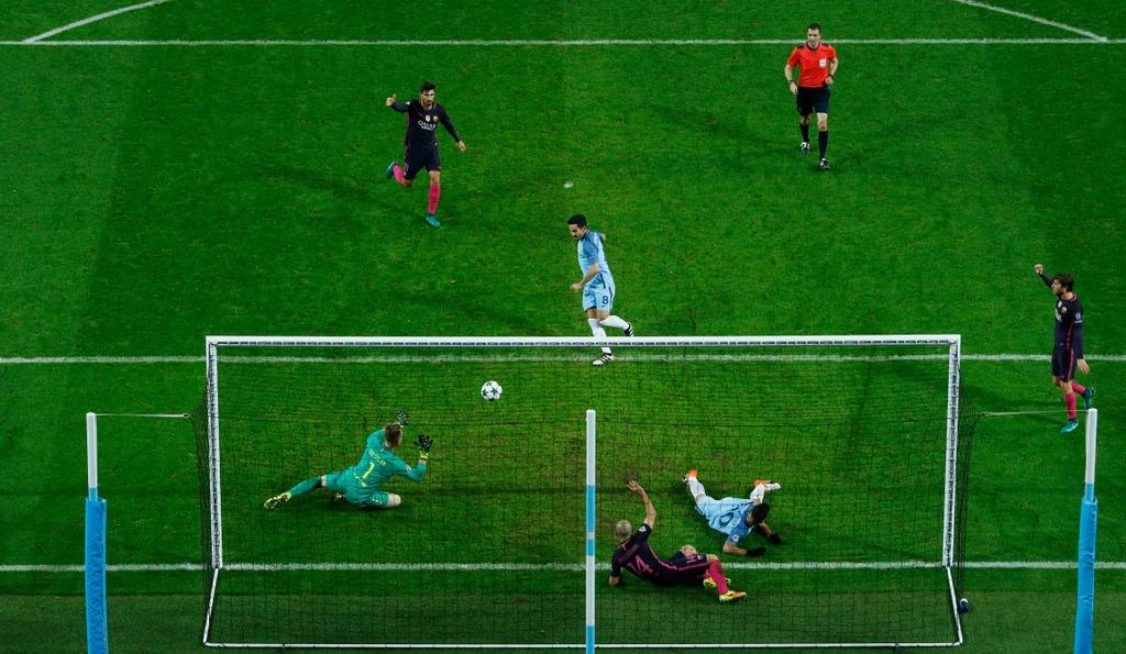 Messi mo ty so, Barca van thua nguoc 1-3 Man City hinh anh 12