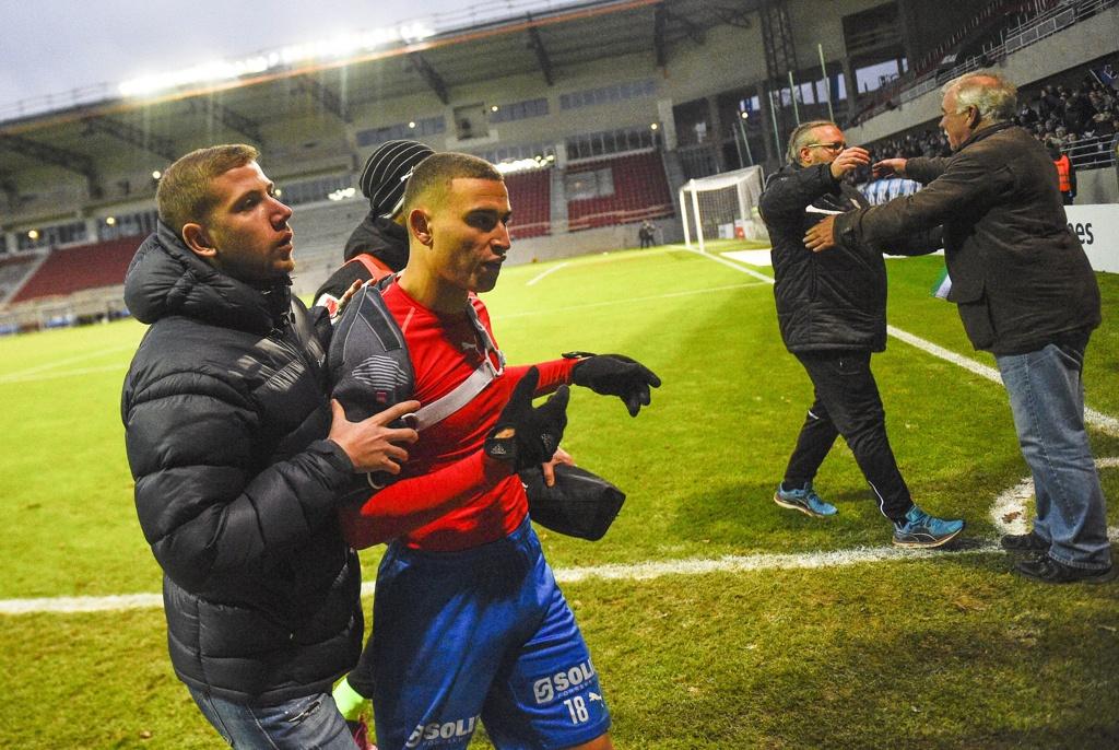 Huyen thoai Henrik Larsson thu the, san sang chien lai fan hinh anh 5