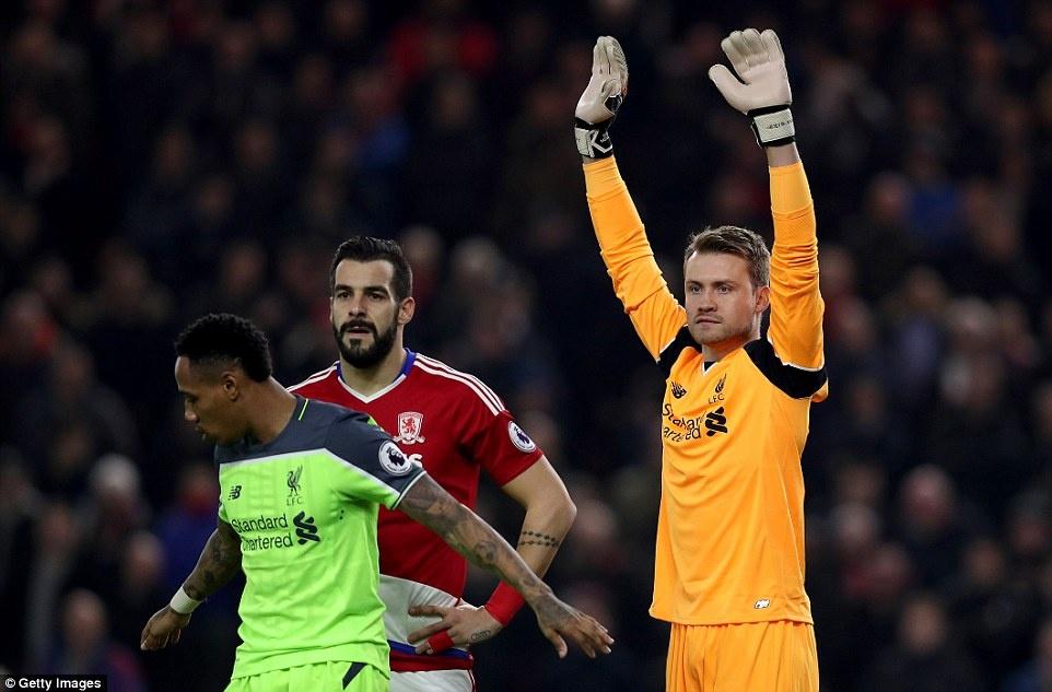 Liverpool tro lai vi tri thu 2 anh 10