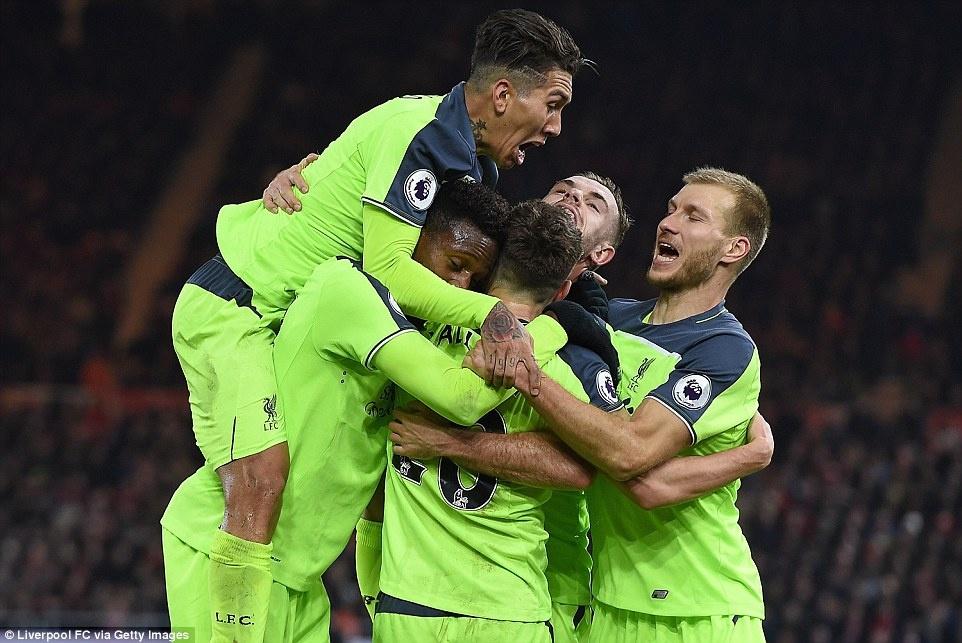 Liverpool tro lai vi tri thu 2 anh 2