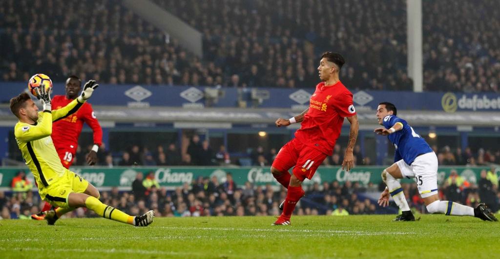 Mane toa sang giup Liverpool thang kich tinh Everton hinh anh 4