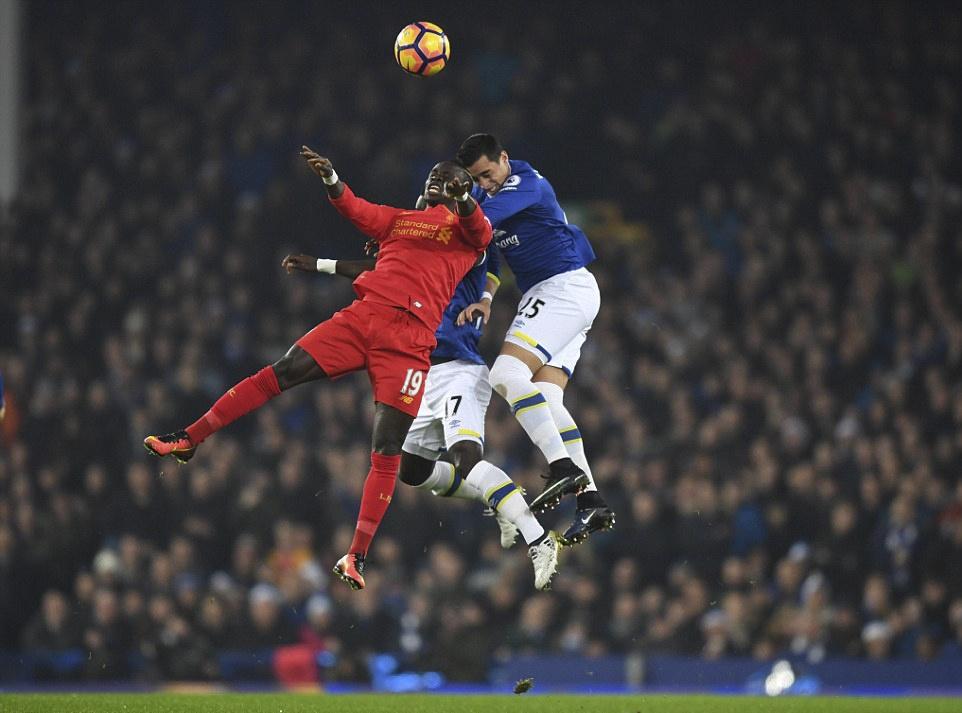 Mane toa sang giup Liverpool thang kich tinh Everton hinh anh 2