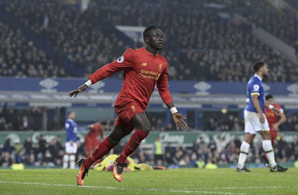 Mane toa sang giup Liverpool thang kich tinh Everton hinh anh 10