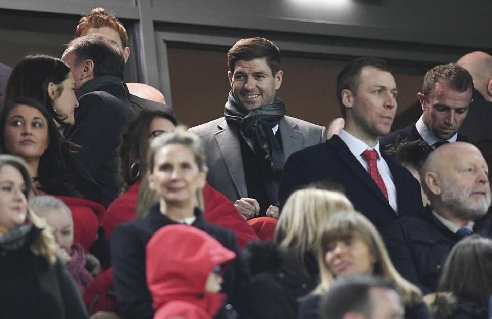 Liverpool nguoc dong thang dam Stoke City hinh anh 12