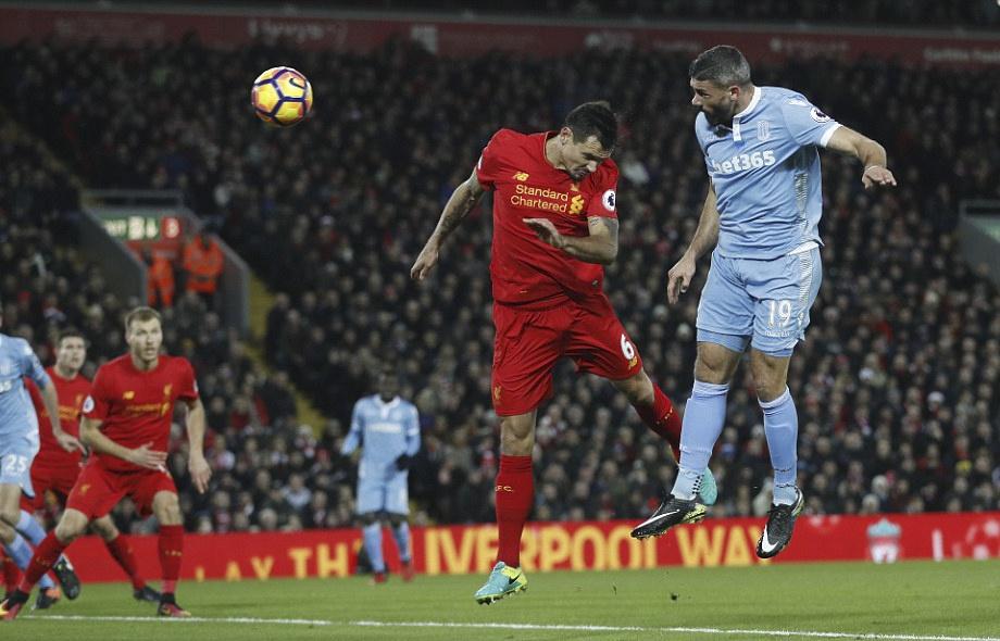 Liverpool nguoc dong thang dam Stoke anh 3